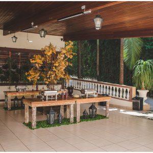 11. Área de Buffet com Cozinha Industrial